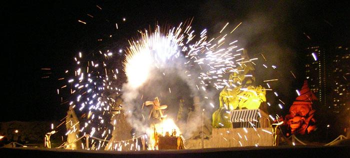DIE feuershow in schleswig-holstein vom feuerspucker aus hamburg bzw. eine zaubershow zur  beach-party in niedersachsen vom Feuerschlucker in bremen.