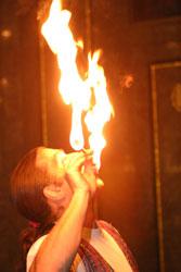 feuerkuenstler fuer hamburg oder bremen hannover oder schwerin ein zauberer und feuerschlucker